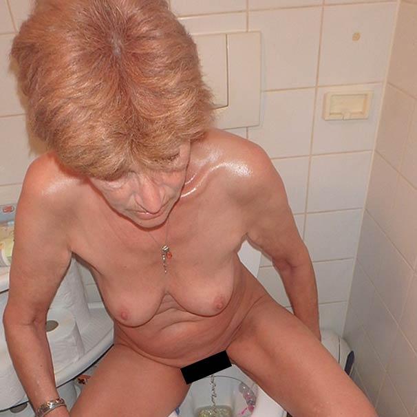 Reife Oma im Chat